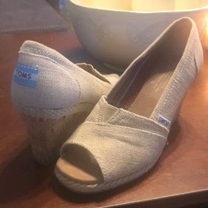 Like new Toms wedge - Tan Burlap